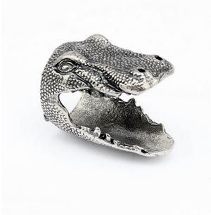 crocodile ring... http://www.dresslily.com/dinosaur-head-shape-ring-product436268.html