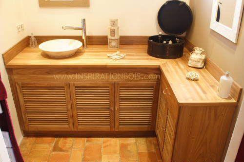 Meuble vasque sur mesure en Teck, en angle, avec portes à persiennes