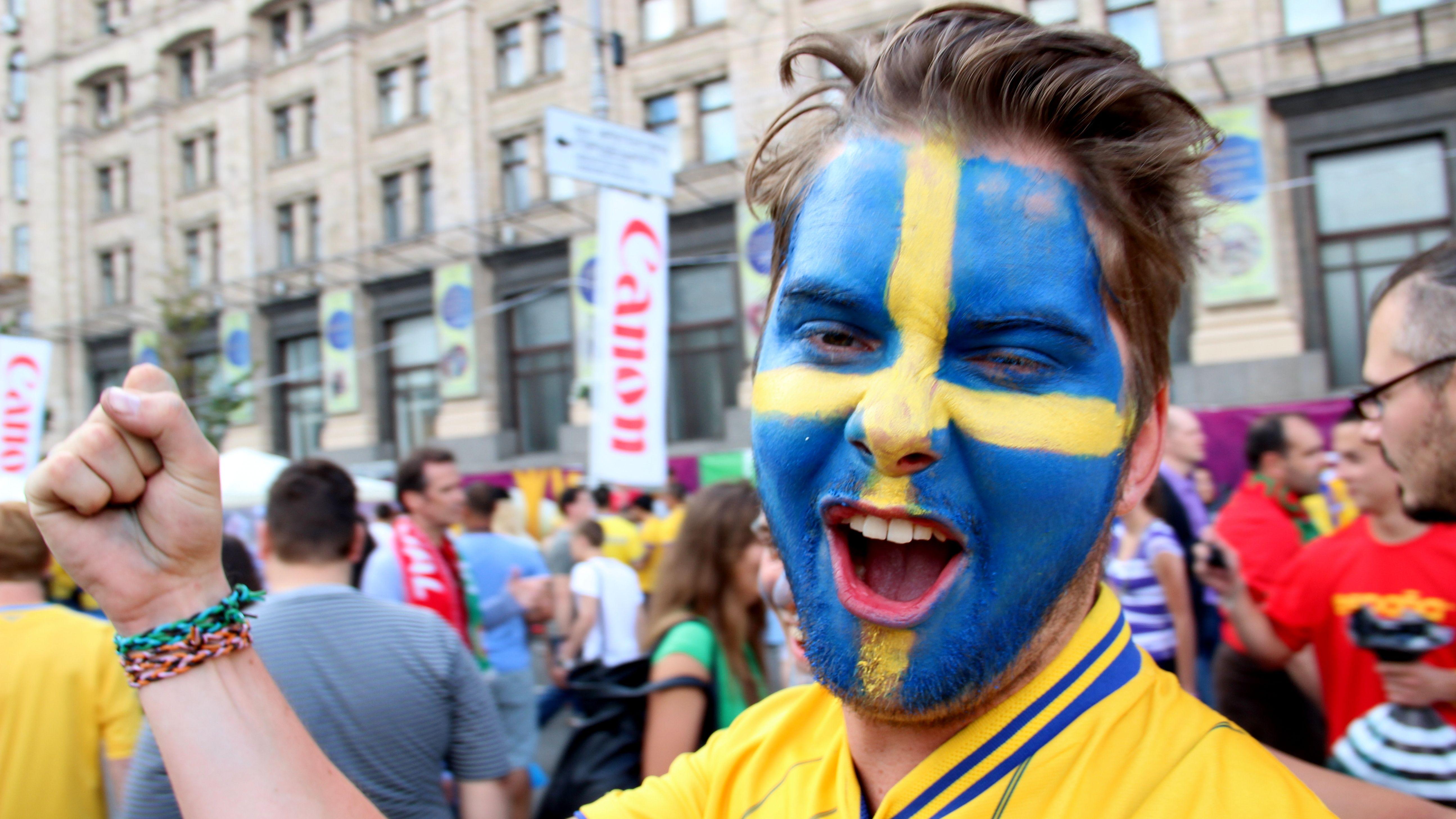 Ukraine - Swedish fans in the fan zone in Kyiv, June 15, 2012. Photo by Andriy Bashtovyy (RFE/RL)