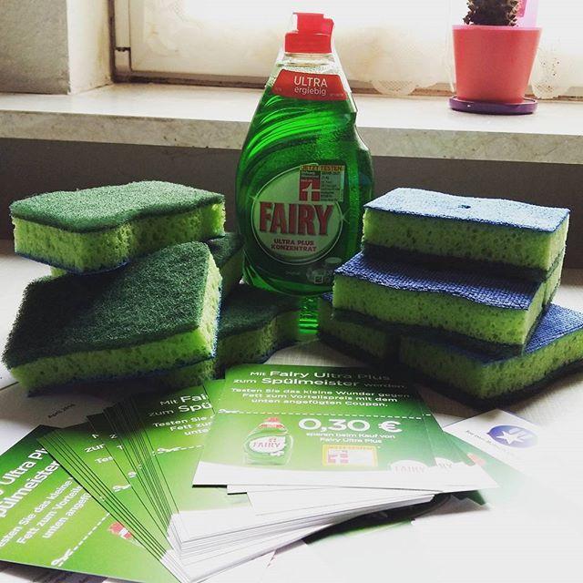 Fairy Ultra Plus - Produkttest Freundin Trendlounge Spülen mit sehr wenig Spülmittel ist dank der Dosierschwämme einfach und effektiv. Ich war überrascht, WIE wenig Fairy Ultra Plus ich brauchte, um einen großen Abwasch zu erledigen. TOP!
