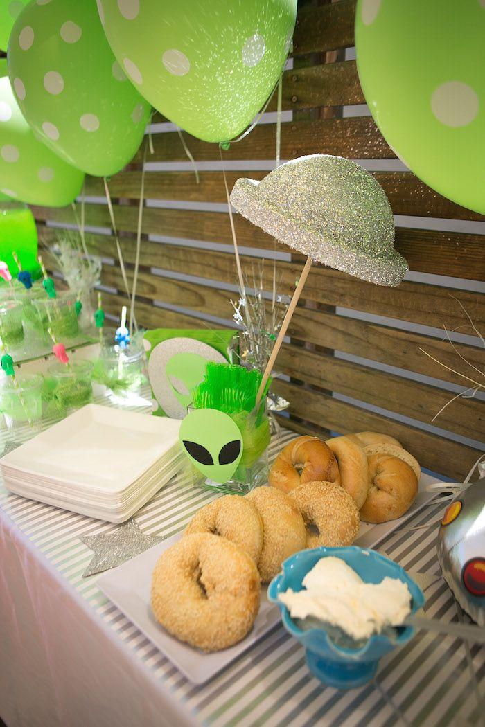 Alien Invasion Themed Birthday Party Via Kara Cumpleanos