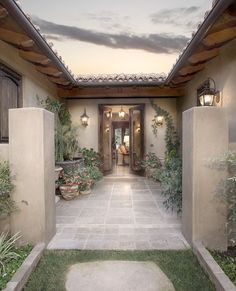 Small Spanish Courtyard Entry This Could Be An Alternative To A Full Interior Courtyard Could Put The Spanish Style Homes Courtyard House House Exterior