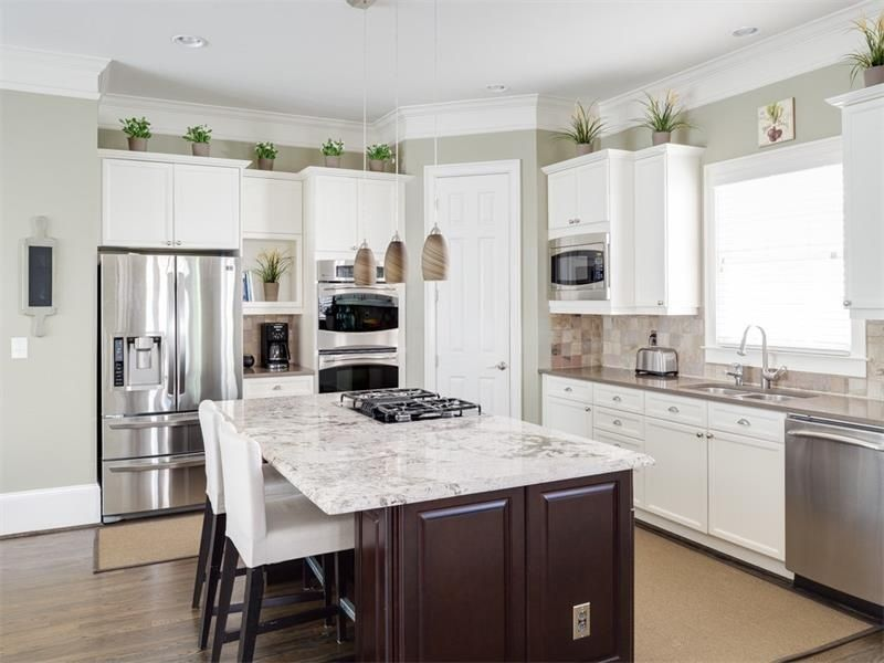 Great Traditional Kitchen With Hardwood Floors Stone Tile In Smyrna Ga Best Kitchen Layout Small Kitchen Layouts Kitchen Layouts With Island