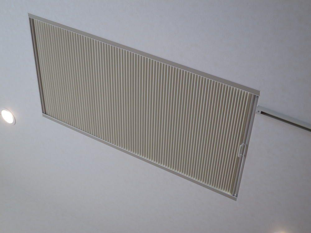 傾斜の天窓にハニカムサーモスクリーン トップライトタイプの取付事例