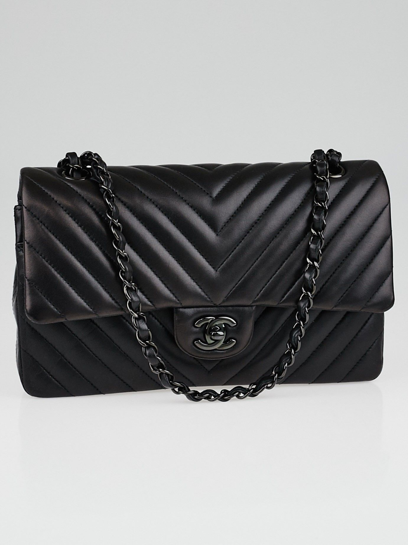 ff47a920dd2756 Chanel Black Chevron Quilted Lambskin Leather Classic Medium Double Flap Bag