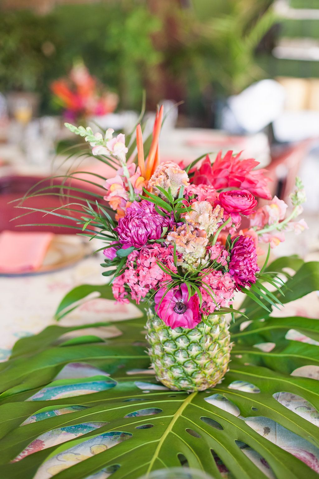 An elegant tropical bridal shower pineapple centerpiece for Ananas dekoration