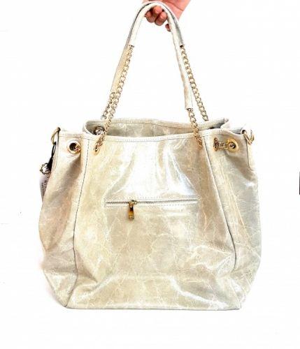 Fri frakt på ordre fra kr.999,- Leverivgstid 1-4 virkedager   Moretti Milano Abbadia shopper, Italiensk designet i glatt skinnende skinn og tøffe detaljer i gull.