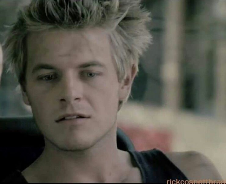 Wow, Omg!! Look how young he is here! He even looks cute when he's young *sighs*