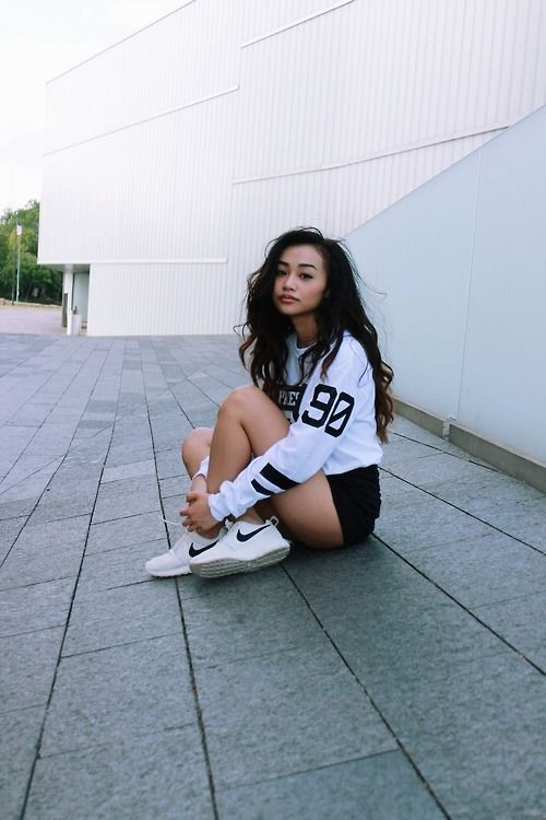 7f192051629 Varsity TShirt. Nike Sneakers. Sporty Outfit. Urban Fashion. Urban Outfit.  Hip Hop Fashion