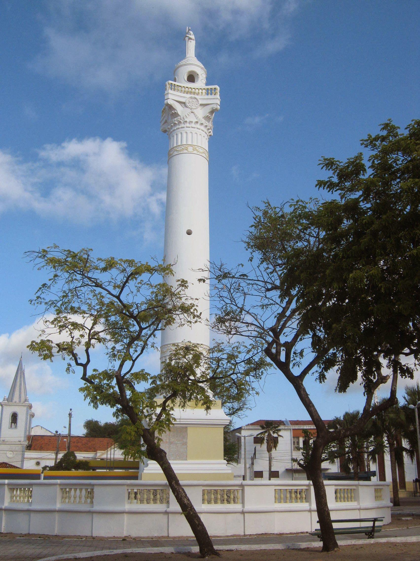Vista da torre com o Cristo Redentor na Praça de mesmo nome em Fortaleza.