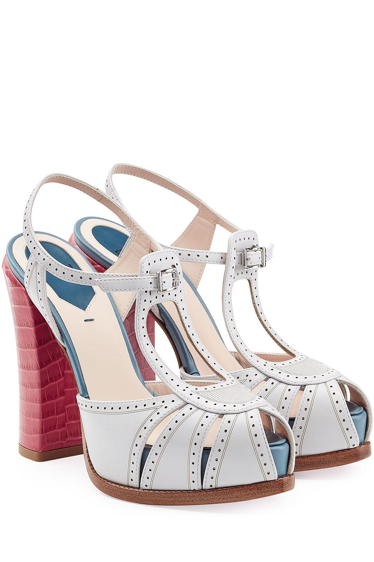 Sandales à talon à plateforme en cuir colorblock de FENDI   La mode de luxe  en ligne   STYLEBOP.com 7f1fbbd3109