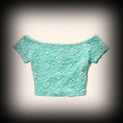 ホリスター レディース Tシャツ  Hollister Emma Wood Lace Crop Top ニット Tシャツ   ★人気アメカジブランド。日本でも多くの有名人が愛用しているホリスター。話題の今季新作アイテム。  ★女性らしいレースがポイント◎