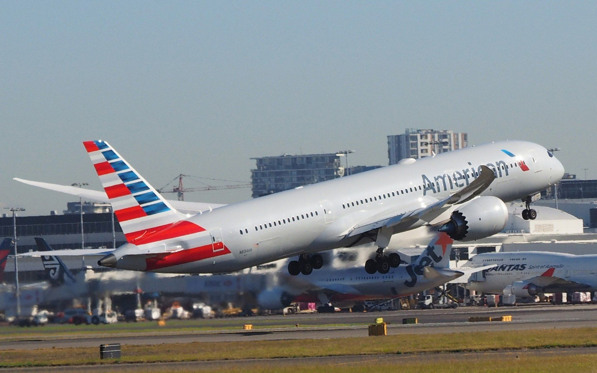 N834AA taking off from Sydney Airport July 2018 American