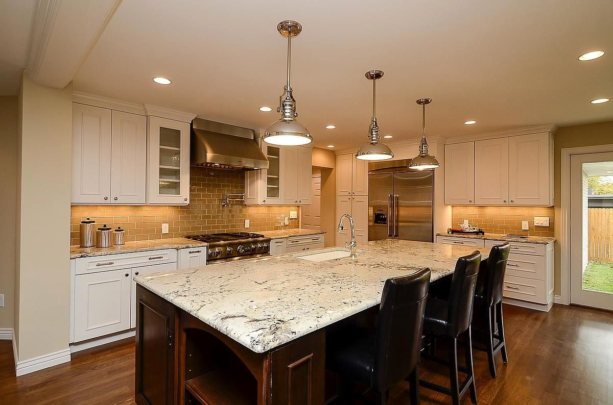 Denver Kitchen Remodel With Mid Continent Cabinetry Perimeter Is The Gerrit Door Style On Maple Wi Kitchen And Bath Remodeling Kitchen Kitchen Cabinets Denver