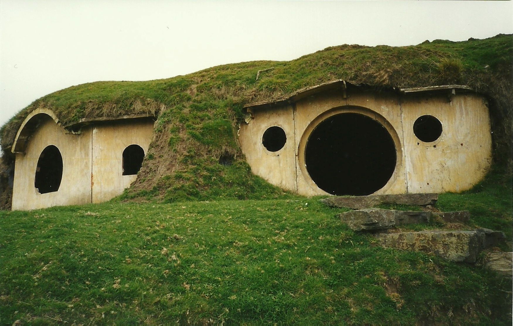 bauruinen hobbit h user houses pinterest hobbit h user hobbit und herr der ringe. Black Bedroom Furniture Sets. Home Design Ideas