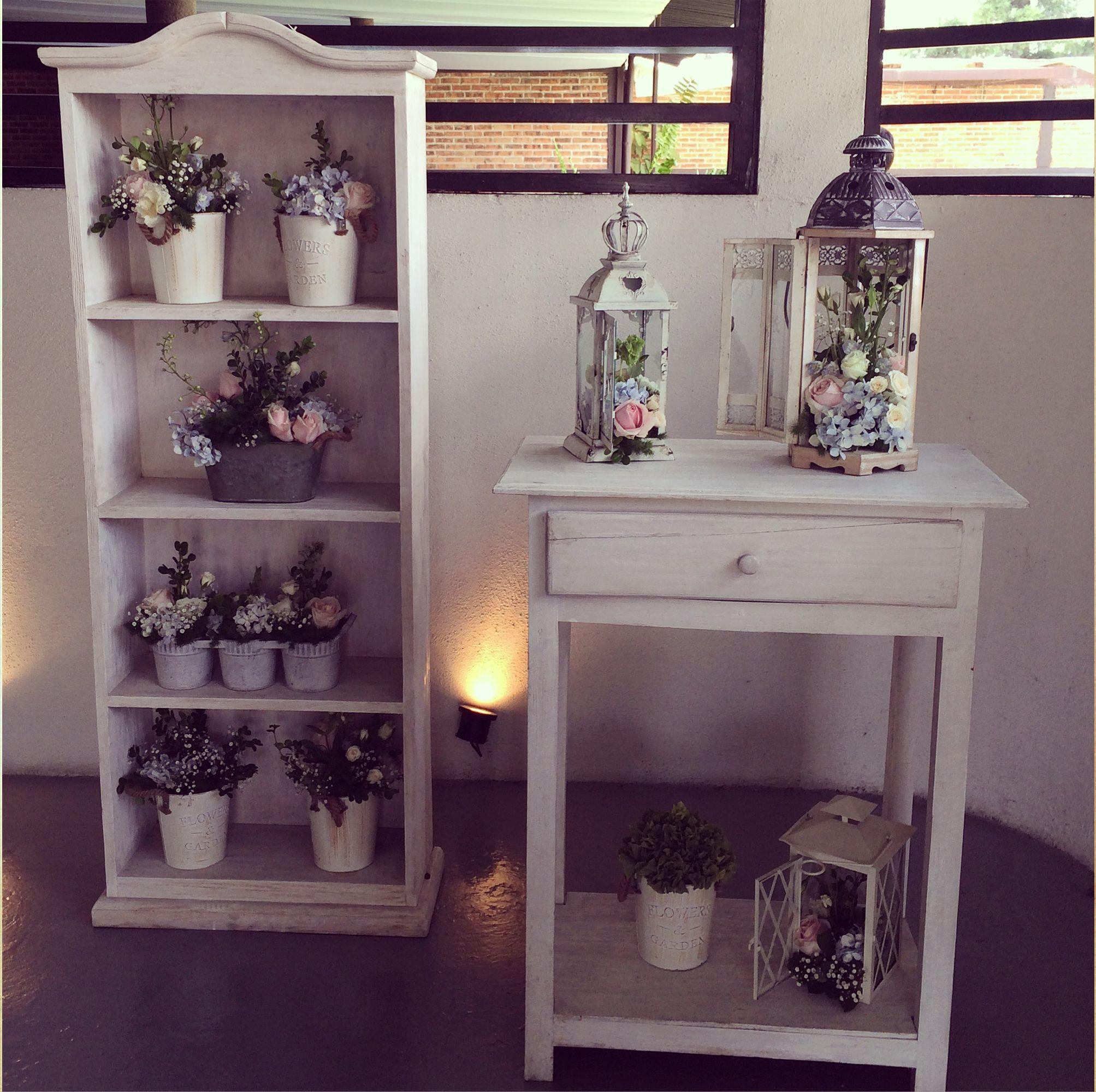Recibidor De Invitados Detalles Con Flores En Tonos Rosas  # Muebles Agustin Moana