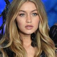 Os cabelos de Gigi Hadid: veja mais de 50 fotos de cortes, penteados, mechas e colorações da modelo e it-girl