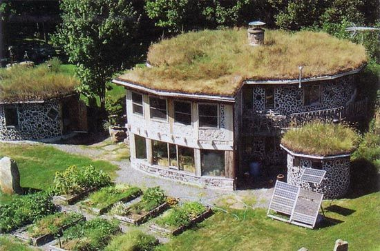 Earth sheltered homes green homes natural building for Building earth sheltered homes