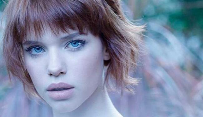 """A atriz Bruna Linzmeyer, de 22 anos, conhecida pelo trabalho como protagonista da novela """"Meu Pedacinho de Chão"""", posou para um ensaio fotográfico da revista """"#1"""", em edição limitada."""
