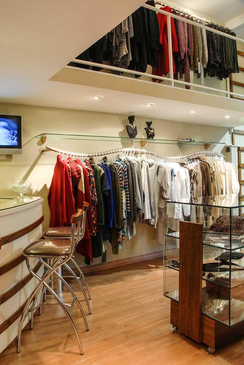 27afac5a0 display roupas lojas femininas - Pesquisa Google | Store Decor ...
