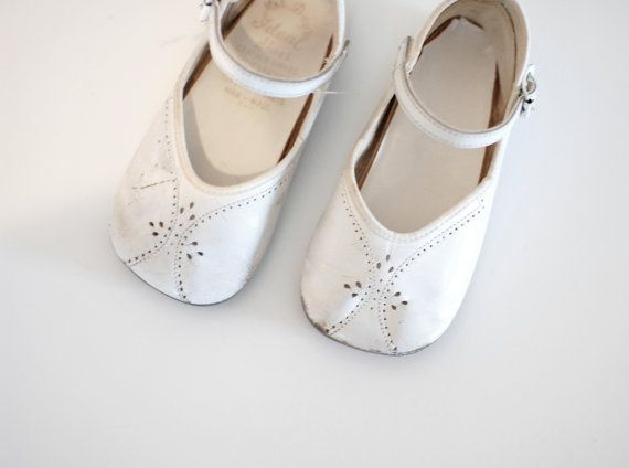 ada0d9b6f3855 50s baby shoes / vintage baby shoes / 1950s white leather maryjanes ...