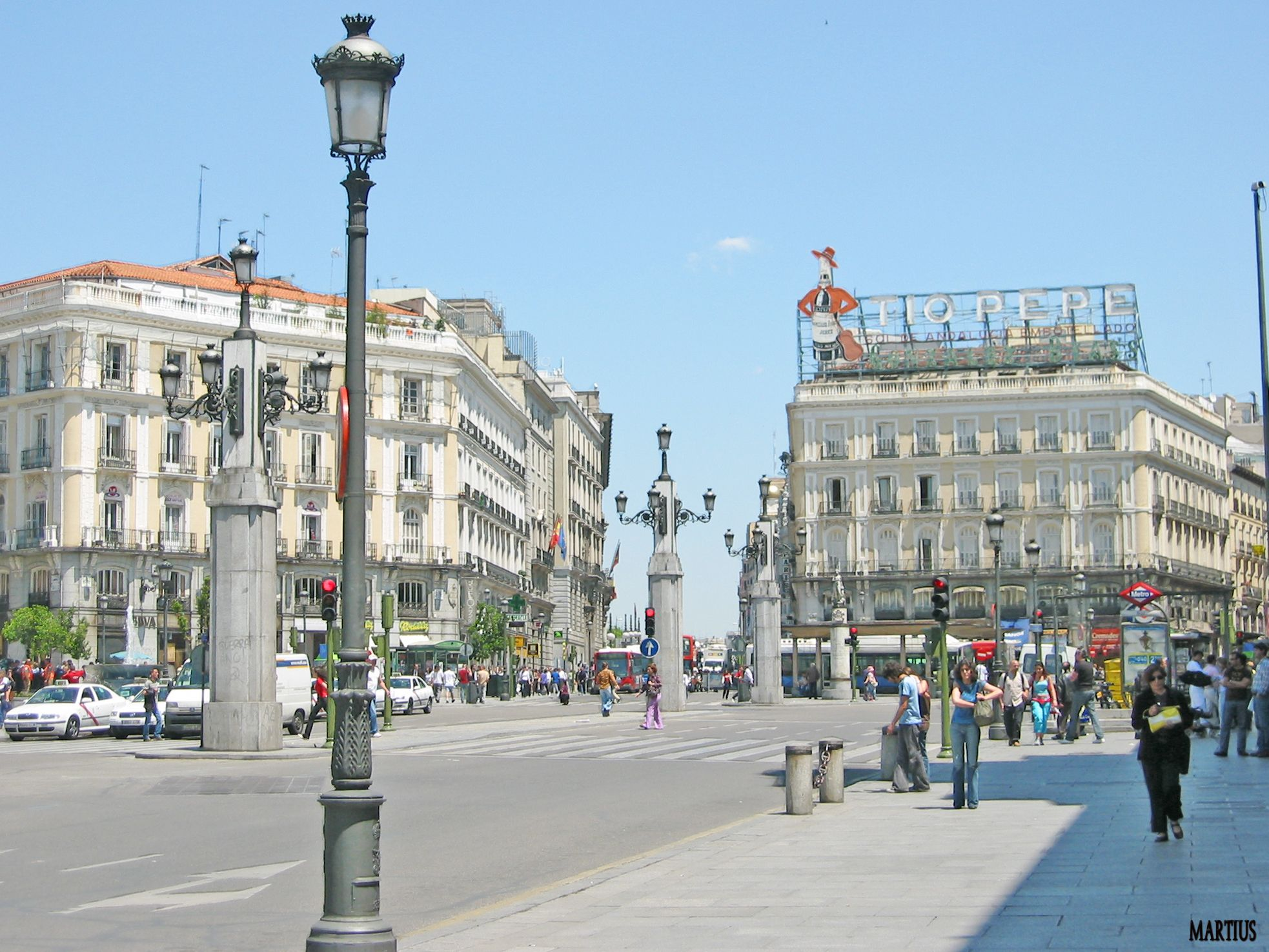 Puerta Del Sol Madrid A Suggested Walk From Puerta Del Sol To The Royal Palace Is A Must For All Visiting Madrid Lugares Para Visitar Turismo España