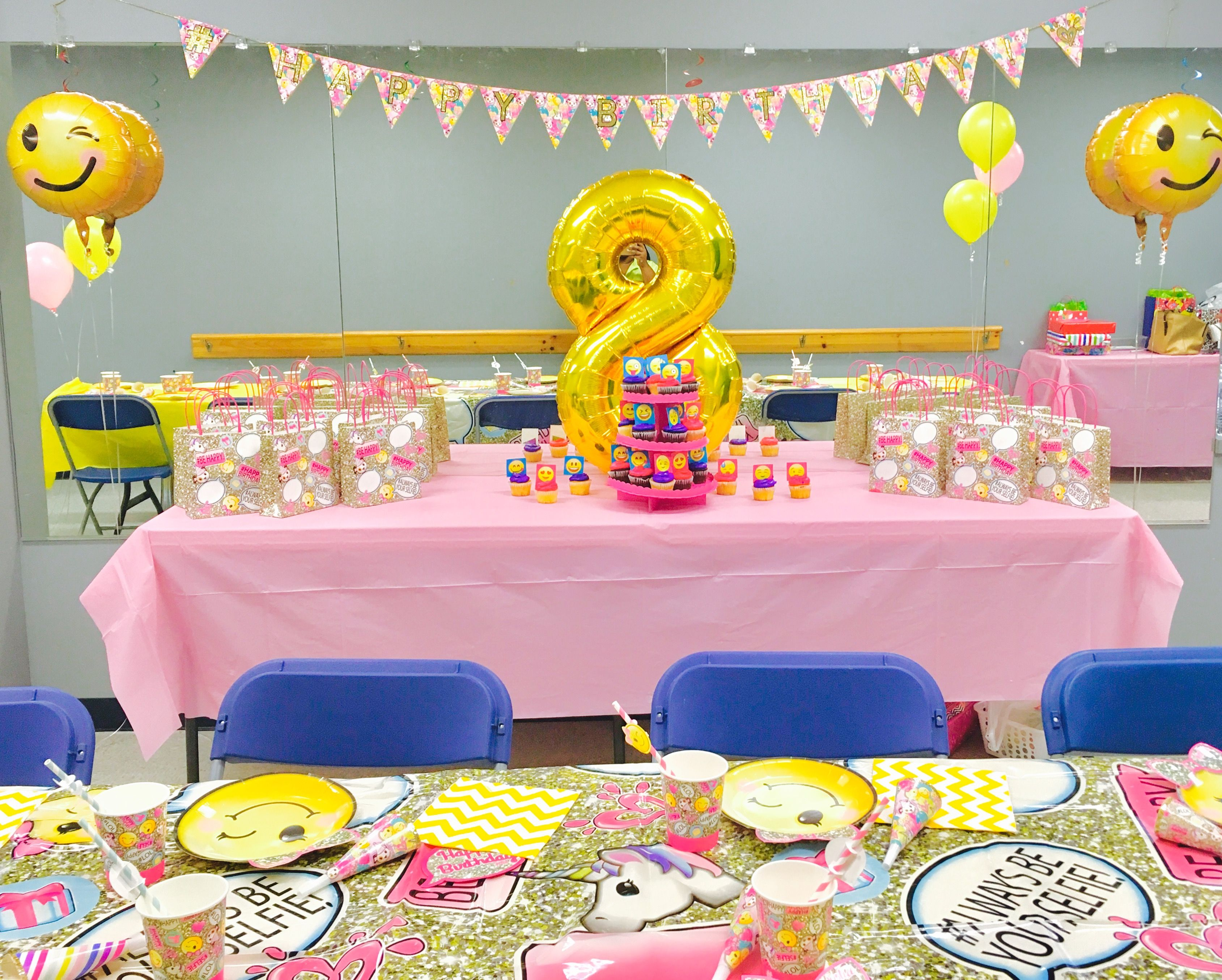 Emoji girl birthday party table decor kids party