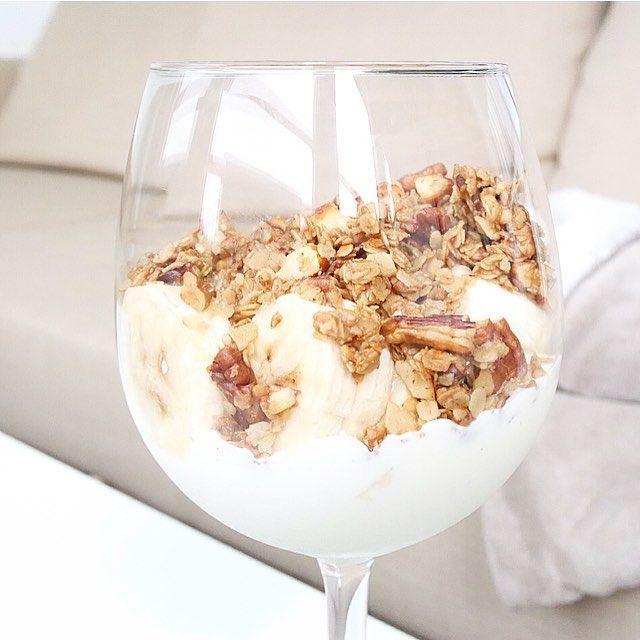 Verdens beste musli  fantastisk å kombinere med mager vaniljekesam og banan! Veldig kjapp og enkel oppskrift: - 100 gram havregryn - 60 gram pekannøtter - 50 gram mandler - 30 gram valnøtter - 2 ss sukrin gold - 50 gram smør  Fremgangsmåte i kommentar  #homemade #musli #breakfast #kesam #recipie #foodinspiration #matbloggsentralen #matblogg #food #shapeupnorge #kamillepuls #feedfeed #f52grams