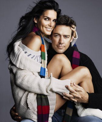 Angie Harmon med cool, Single