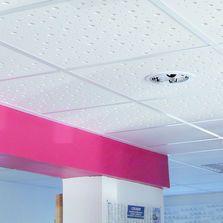 Dalle De Plafond Acoustique A Perforations Aleatoires Plafond Suspendu Plafond Dalle Plafond Suspendu