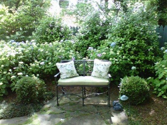 Sitzecke Garten organisieren Sträucher Rosen Garten Pinterest - sitzecke im garten gestalten 70 essplatze