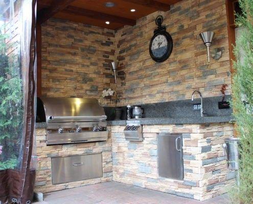 Steinplatte Outdoor Küche : Überdachte outdoorküche mit steinplatten und gasgrill outdoor