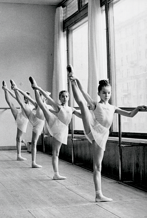Academy Ballet Dancers 1969 How Awesome Would It Have Been To Be That Dancer In The Front Ballet Dancers Dance Dance Photography