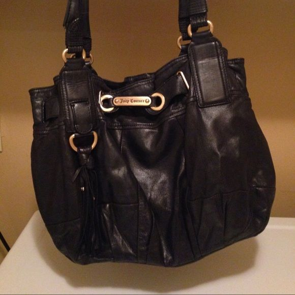 Black Leather Hobo Purse Black leather hobo purse. Moderate wear on bag and hardware but still very cute and spacious! Juicy Couture Bags Hobos