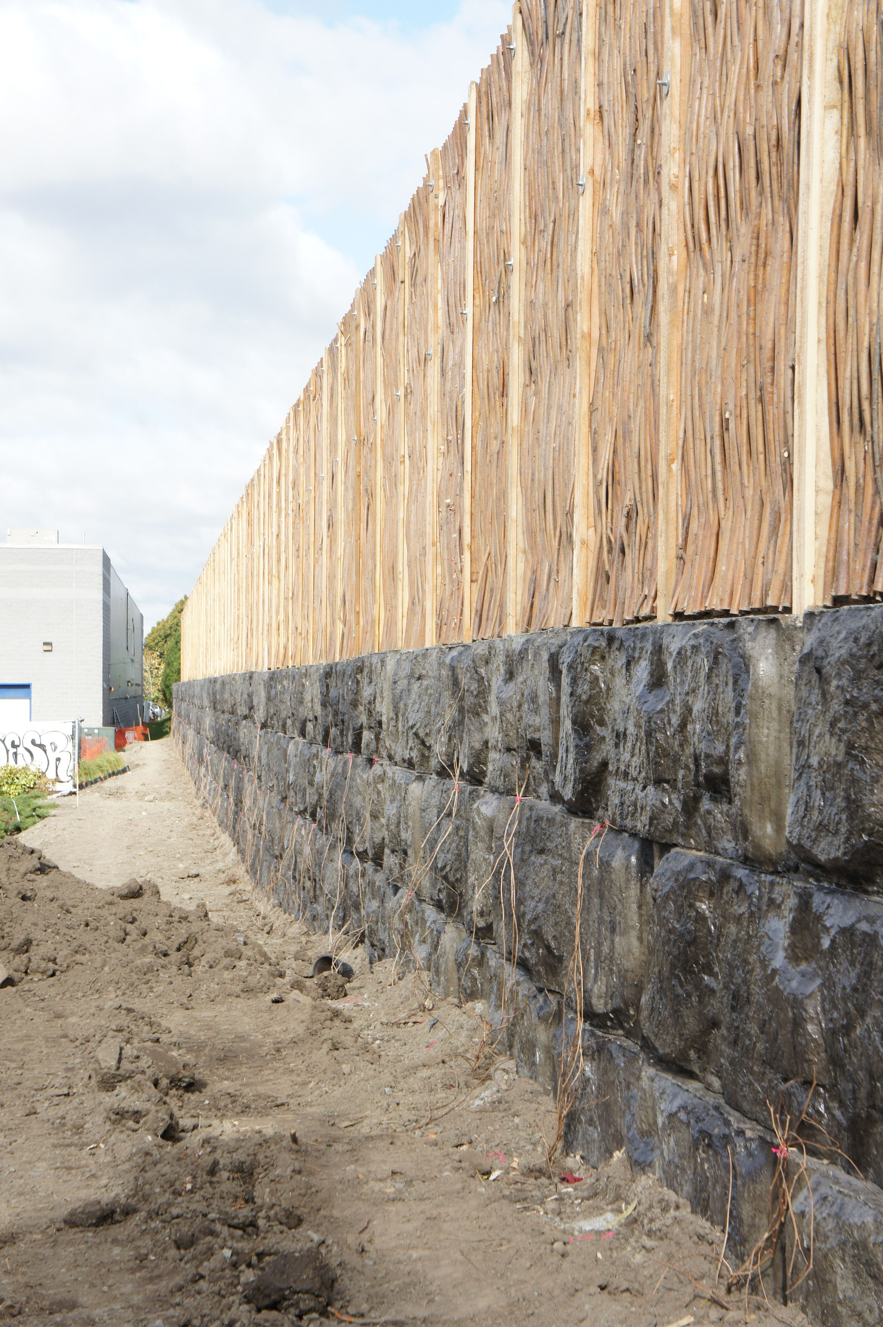 Willow Noise Barrier Installed On Ecologic Concrete Blocs With Recycled Wine Bottles Thegreenbarrier Noisebarrier Willow