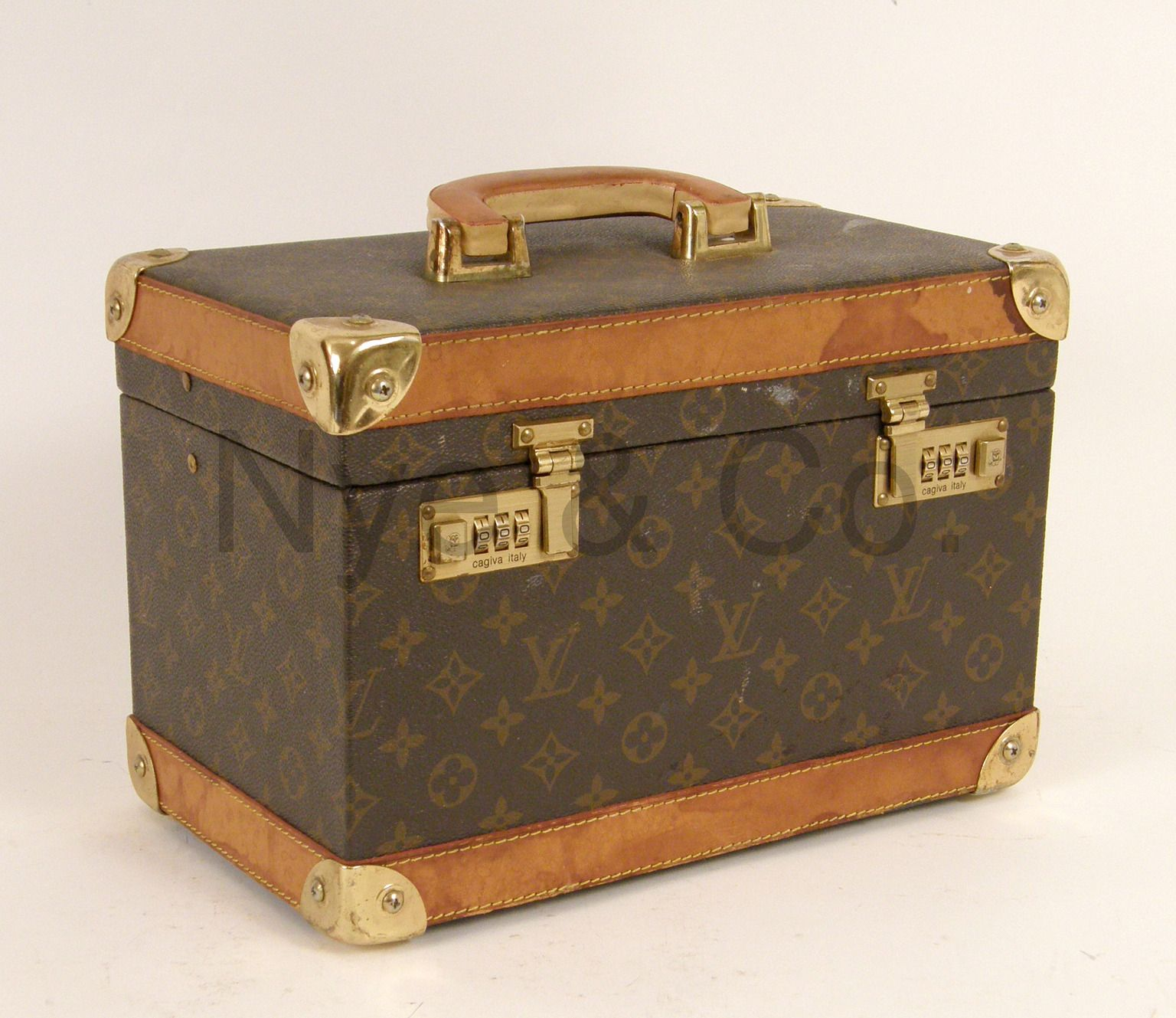 e6820a6242a VINTAGE LOUIS VUITTON COSMETIC CASE