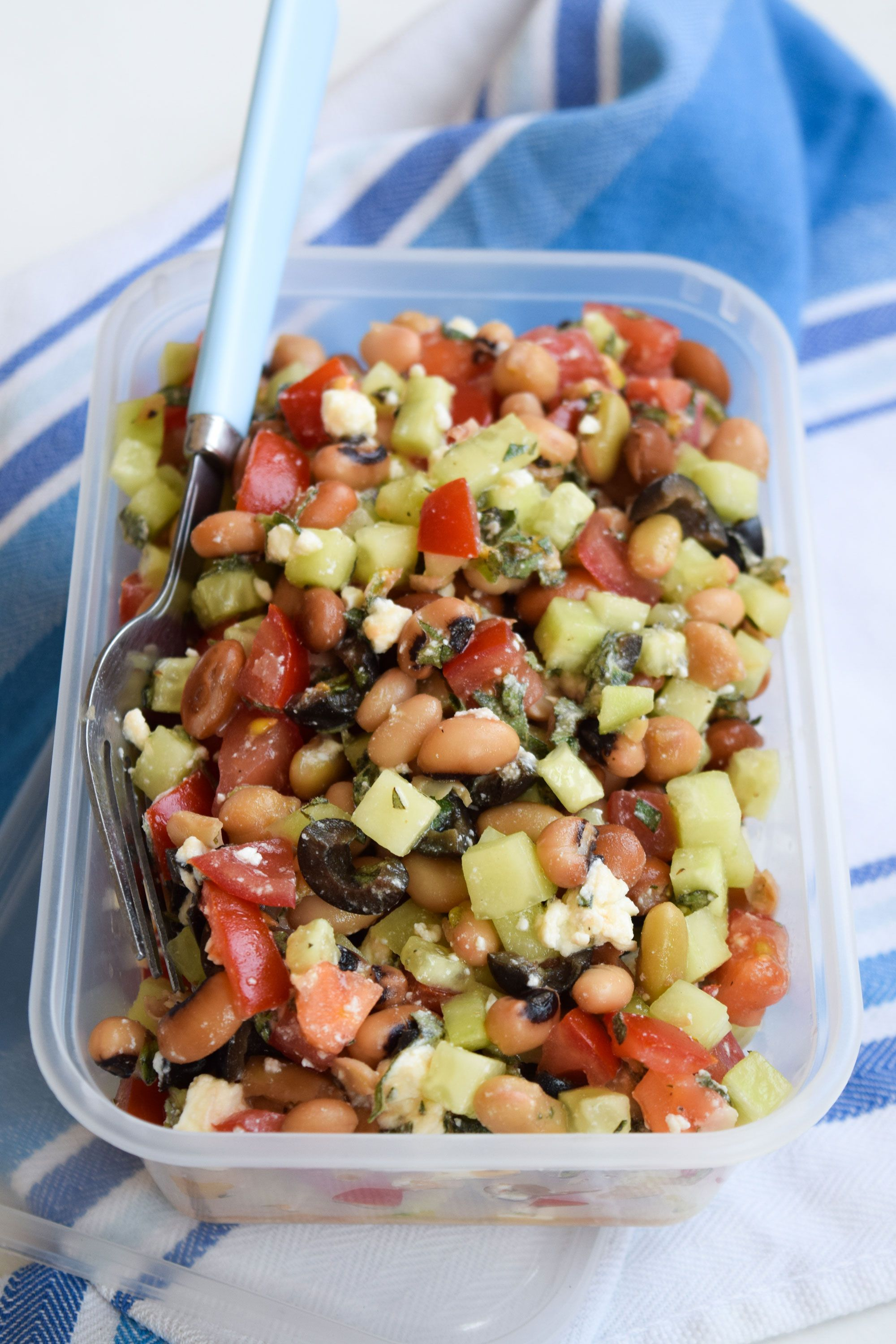 3 Stupidly Easy (& Quick) Desk Lunches To Save You Cash images