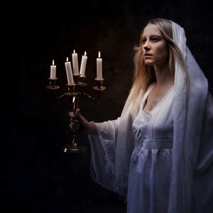 shakespeares macbeth a comparison of macbeths and lady macbeths guilt Try to cope with the guilt engendered by their murder of an innocent king in order to  lady macbeth remains adamant and pressures him with attacks on his.