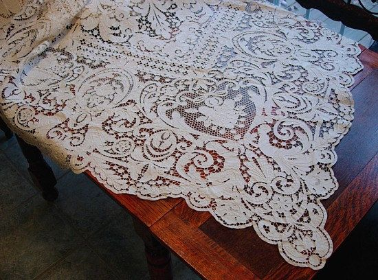 Figural Italian Lace Tablecloth, Antique Linen Italian Needlelace, Creamy  White, Spotless, Superb