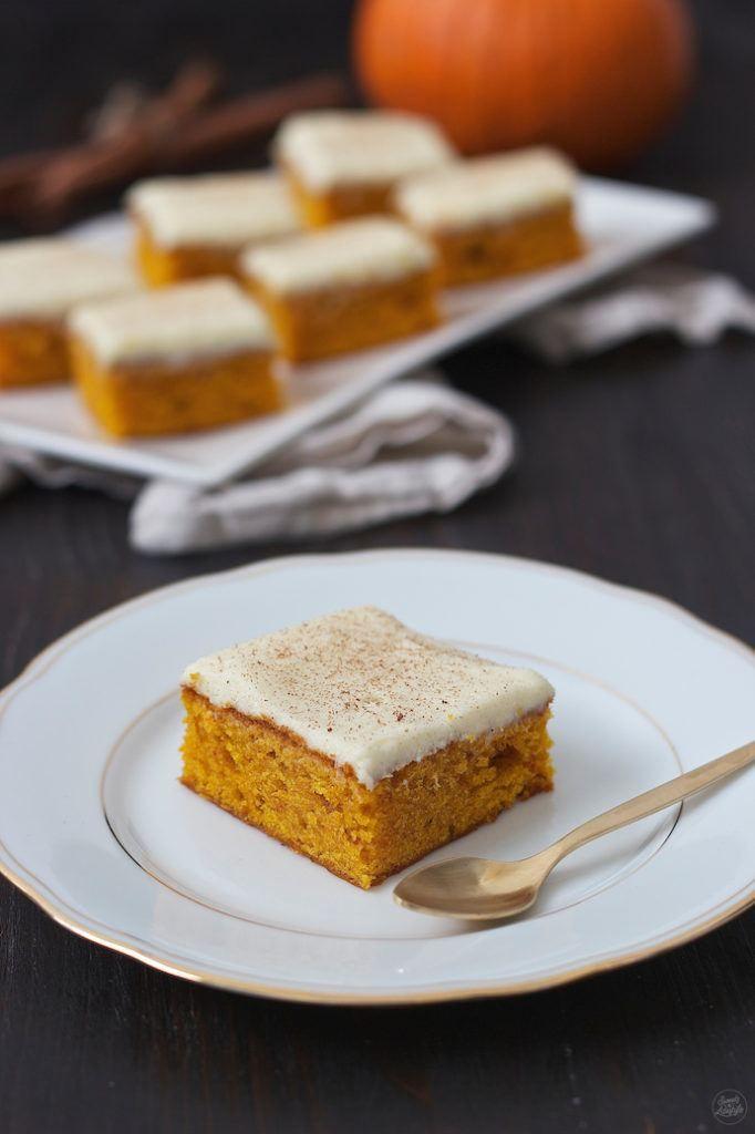 Kürbiskuchen mit Frischkäsefrosting - Sweets & Lifestyle