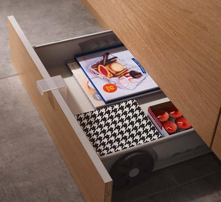 un tiroir dissimul sous les plinthes castorama with plinthes blanches castorama. Black Bedroom Furniture Sets. Home Design Ideas