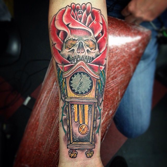 Rose skull with grandfather clock.  Matthew Monroe at apogee tattoo. #grandfathertattoo