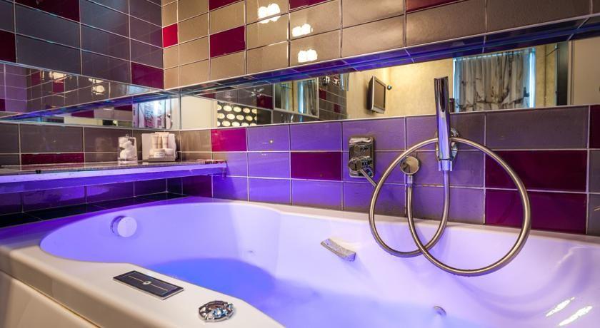 Baignoire Romantique 5 Htels Romantiques Paris Avec Baignoire Sexyhotelsparis Hotel Paris Hotels Bathtub