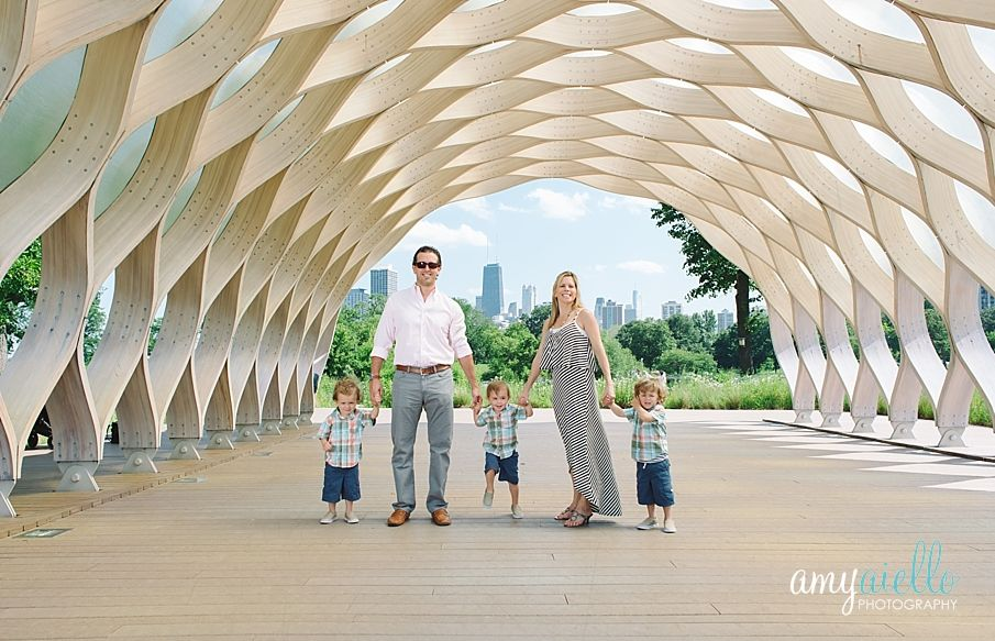 Chicago family photographer triplets outdoor family session the boardwalk at lincoln park zoo