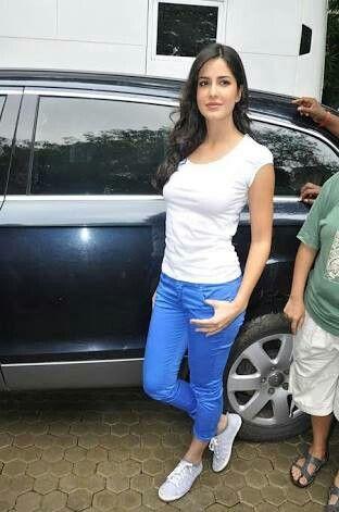 Pin by ꌚꍏꀘꌚꀍꀤ 🐰^_^ on Katty | Katrina kaif, Pants outfit ...
