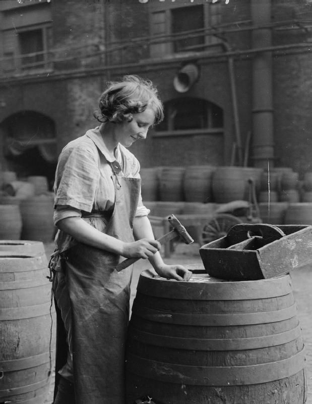 WOMEN IN INDUSTRY DURING THE FIRST WORLD WAR