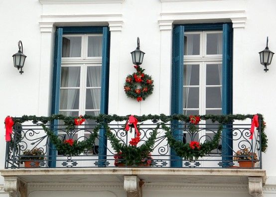 17 Cool Christmas Balcony Décor Ideas Digsdigs Decoracion Navidad Balcones Decoracion Navideña Balcones Decoracion Navidad