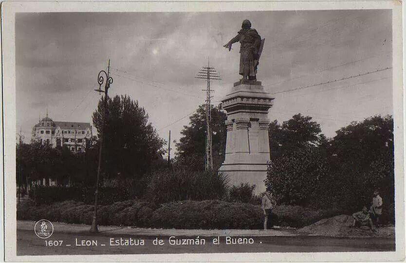 León, fotos antiguas, estatua de Guzman el bueno