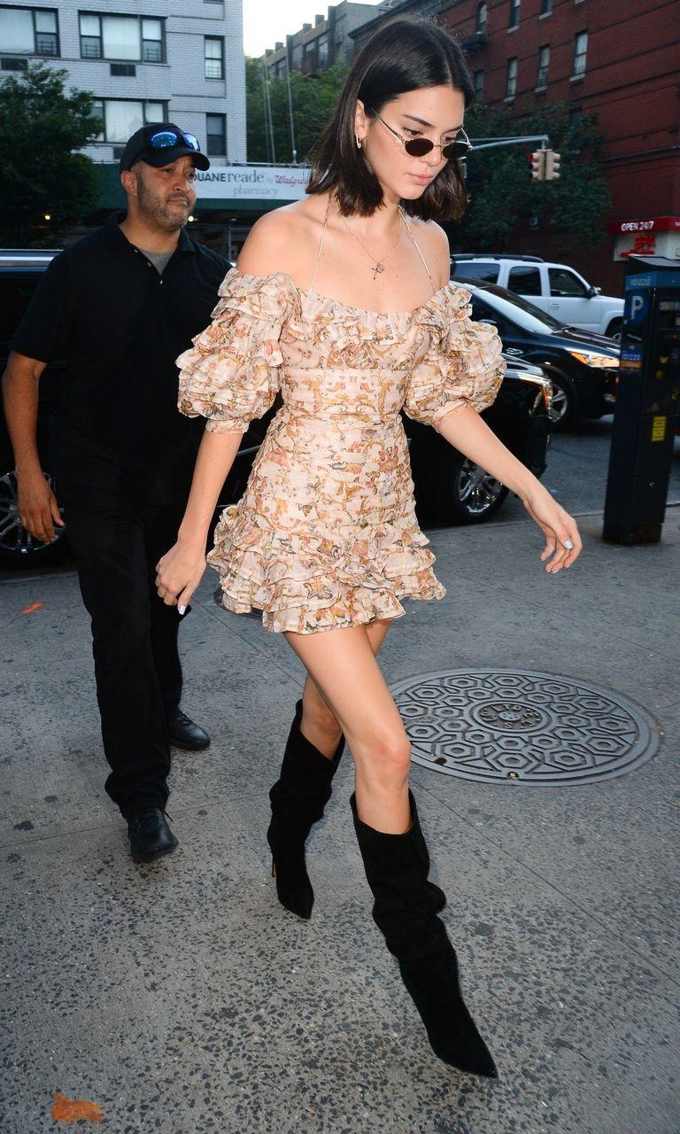 Kendall Jenner vient de porter un soutien-gorge de sport néon comme chemise   – Dressing