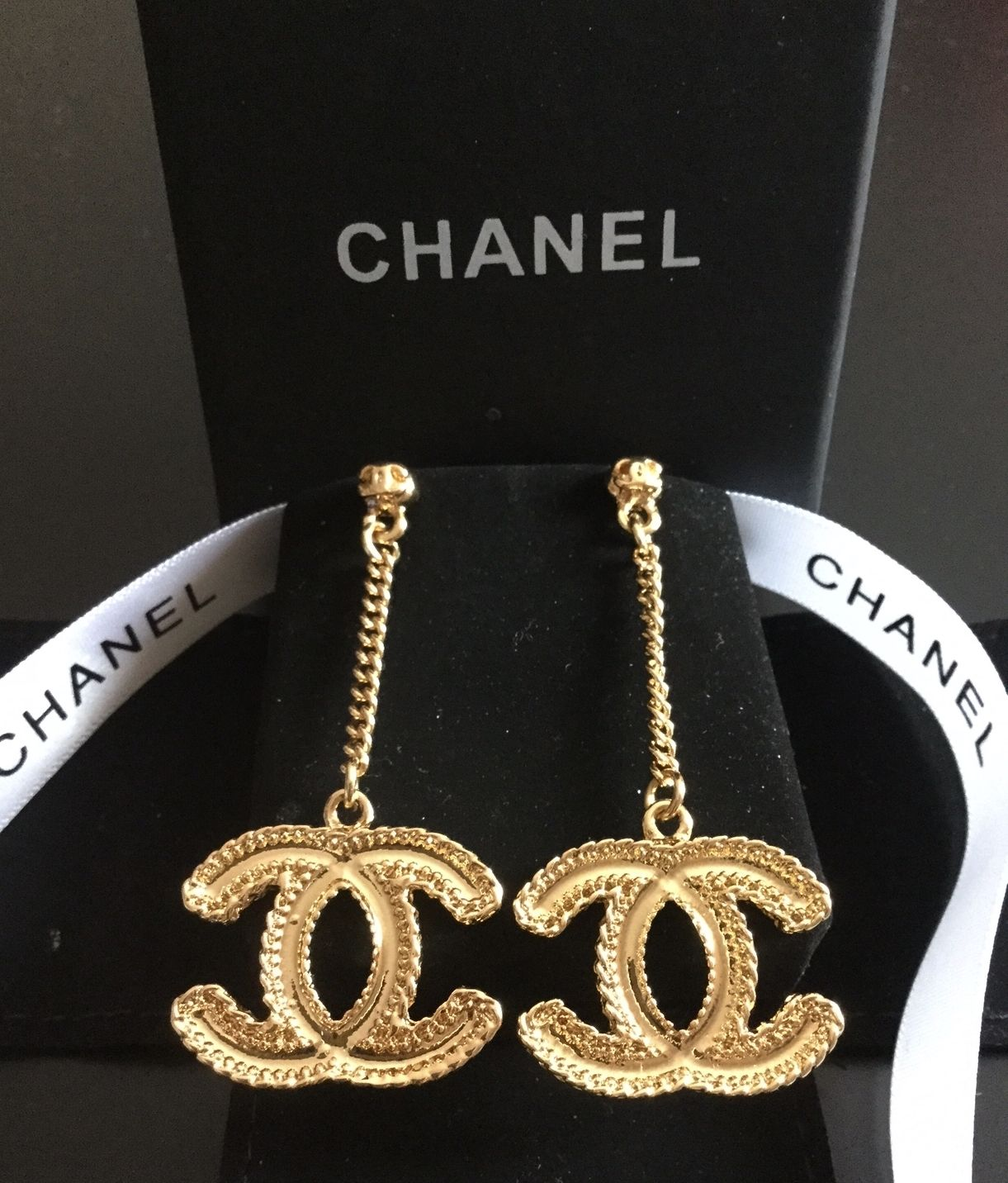Amazing New Chanel Clic Gold Cc Dangle Chain Drop Earrings Hallmark Authentic